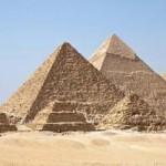 Fénysugarak a piramisok csúcsából?