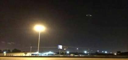UFO-T FOTÓZTAK EGY AMERIKAI VÁROS FELETT