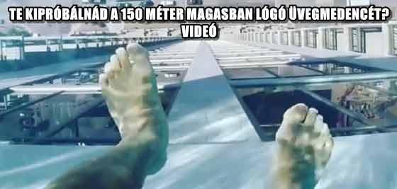 TE KIPRÓBÁLNÁD A 150 MÉTER MAGASBAN LÓGÓ ÜVEGMEDENCÉT? - VIDEÓ